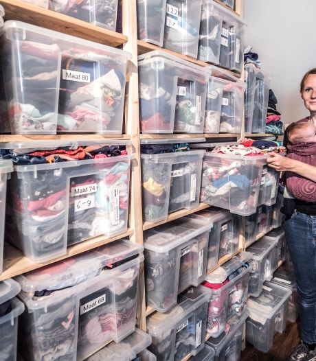 Op Femke's zolder kan iedereen kinderkleding ruilen: 'Zelfs kleding van Armani en Tommy Hilfiger wordt hier gebracht'
