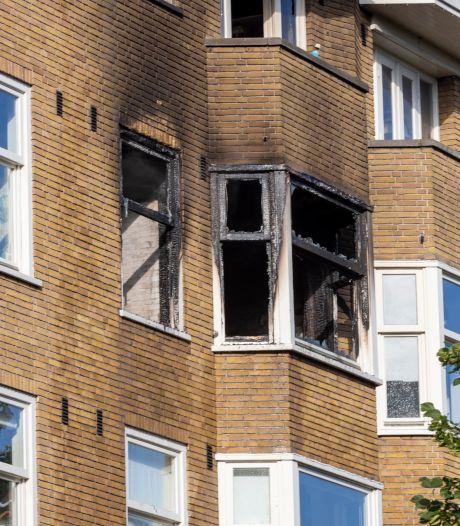 Twee personen ernstig gewond na grote brand in West