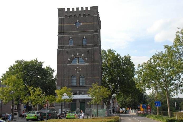 De Watertoren in Den Bosch is van de buitenkant al opgeknapt. Nu kan de binnenboel gedaan worden.