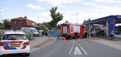 Wielrenner steekt 'plotseling' over en wordt geschept door auto in Mook