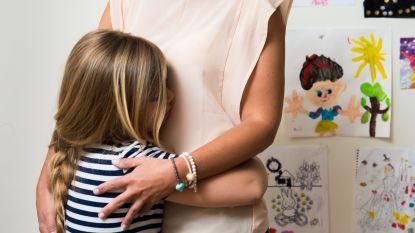 """""""Het is onvermijdelijk dat het eens helemaal fout loopt tussen jou en je kind"""": expert geeft advies over hoe je moet praten met je kroost"""
