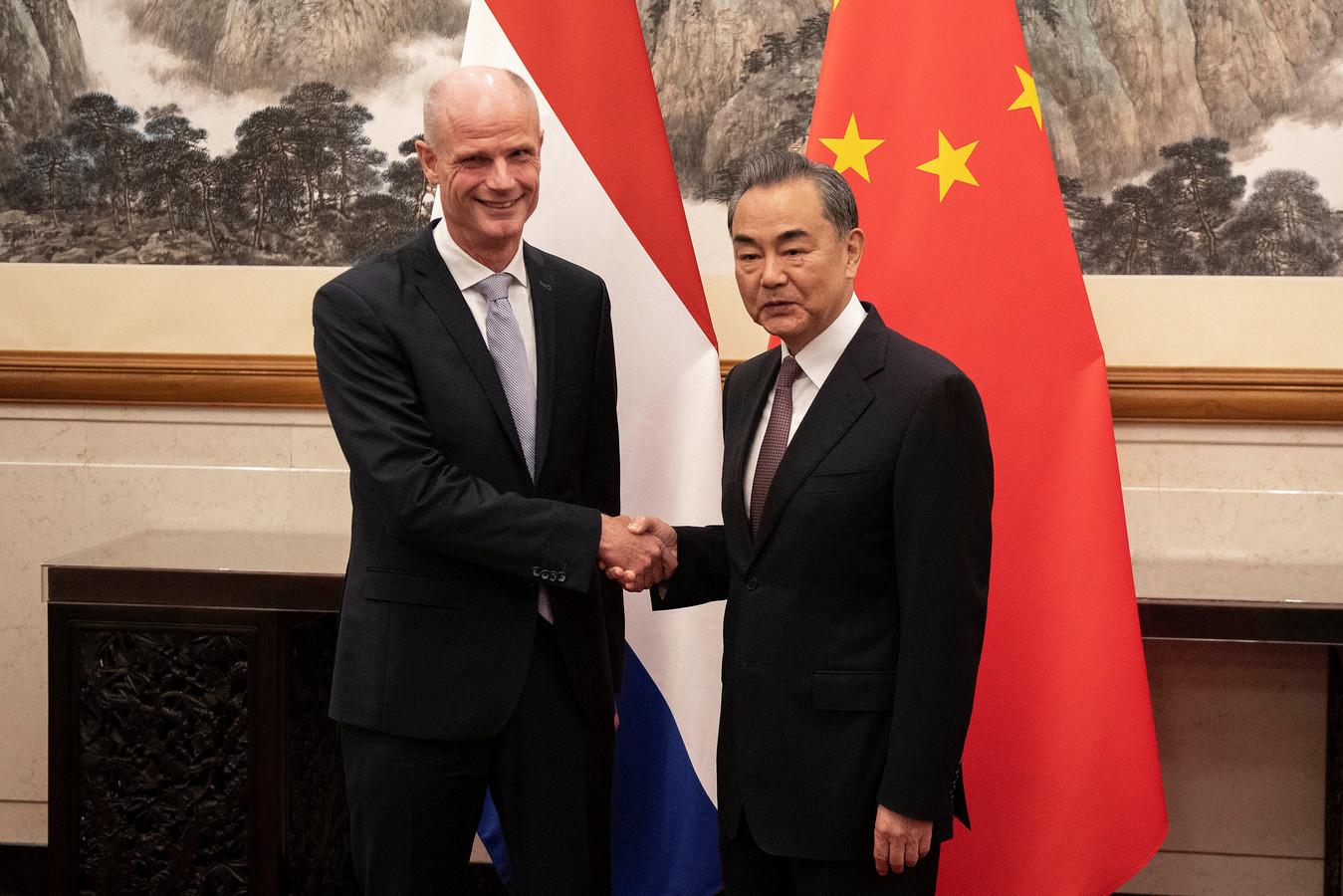 Minister Stef Blok met zijn Chinese collega Wang Yi