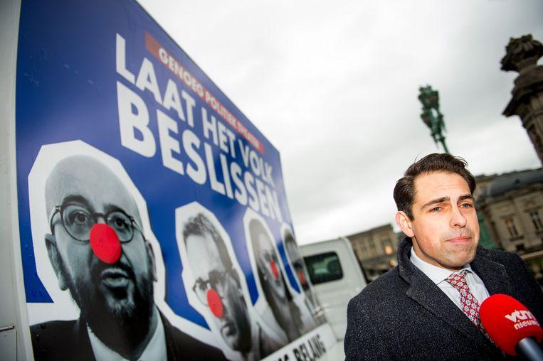 Vlaams Belang-voorzitter Tom Van Grieken voerde vandaag actie voor het paleis.