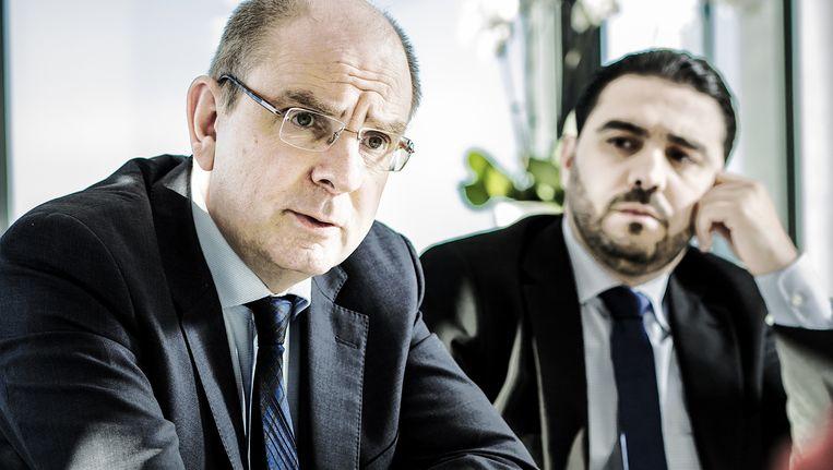 Koen Geens (CD&V, Minister van Justitie) en Said Aberkan (hoofdalmoezenier) in gesprek met onze krant over radicalisering in Belgische gevangenissen. Beeld Franky Verdickt