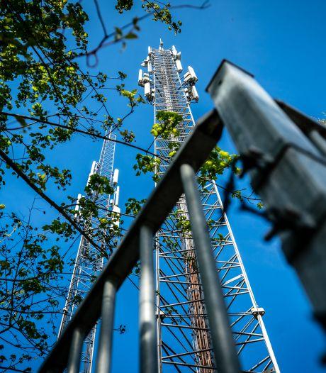 """Il sabote 26 antennes 5G pour """"sauver la population vaccinée qui va mourir à Halloween"""""""