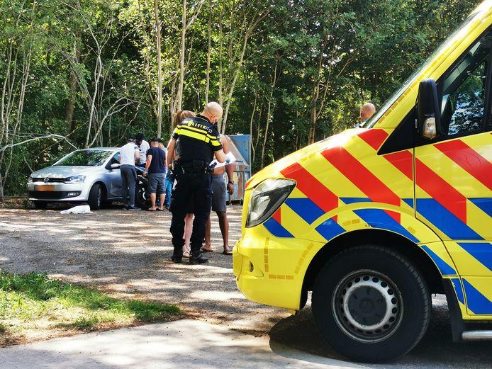 Een motorrijder is bij recreatieplas Berendonck in Wijchen onderuit gegaan. Hij raakte daarbij gewond.