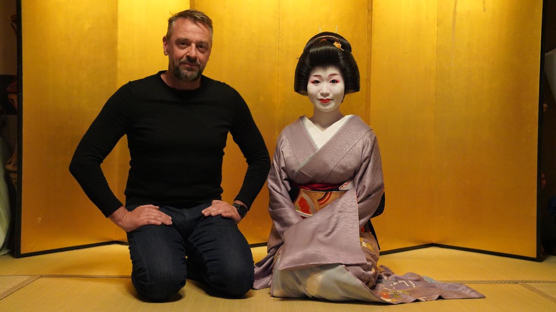 Tom Waes reisde in de aanloop van de Olympische Spelen naar Japan voor 'Reizen Waes'.  Beeld VRT