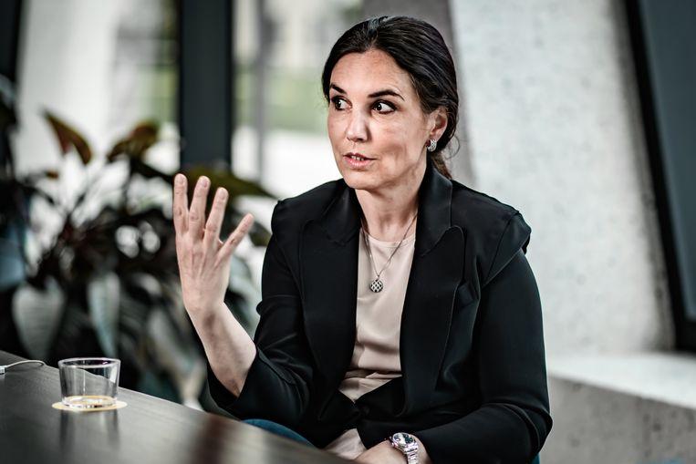 Nathalie Roche: 'Ik heb nu erg veel ooglidcorrecties uitgevoerd. Omdat we een mondmasker droegen, waren alleen nog onze ogen te zien, waardoor we die ineens kritischer gingen bekijken.' Beeld Geert Van de Velde