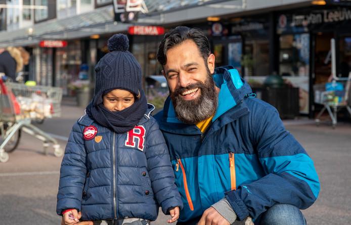 Reza Sadeghi met zoon Sam.