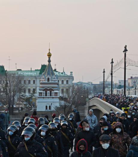 Massale arrestaties bij betogingen voor vrijlating Navalny, VN-experts eisen medische evacuatie naar buitenland