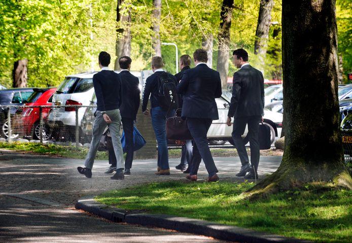 Een bekend tafereel in Driebergen, IVA-studenten op de Hogesteeg.