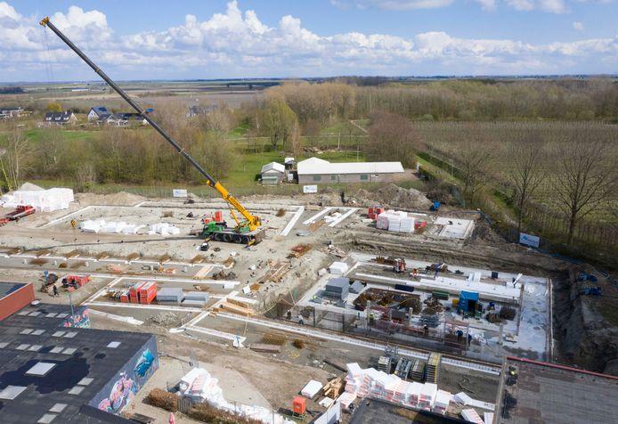 Achter het in aanbouw zijnde nieuwe sportcentrum van Kapelle ligt natuurgebied De Bok. Is De Bok een betere naam dan De Bloesem voor het nieuwe complex?