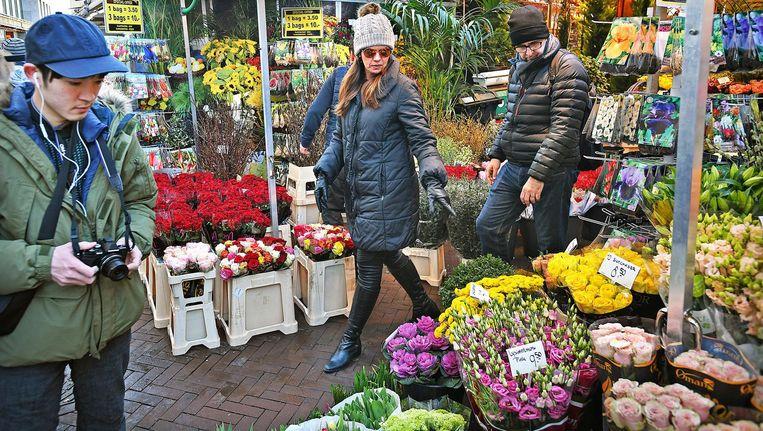 De Amsterdamse bloemenmarkt. Beeld Guus Dubbelman / de Volkskrant