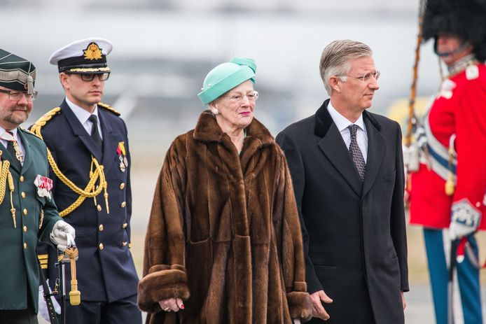 Koningin Margrethe en Koning Filip in 2017, waar de Deense koningin dezelfde bontjas droeg.