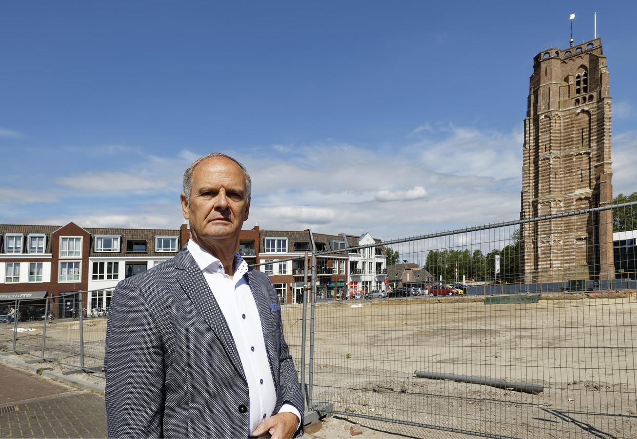 Ton Spierings kocht een appartement in De Raadskamer en dat bouwplan ligt door het bezwaar stil. Hij is teleurgesteld: 'Dat betekent voor ons sowieso een veel hogere kostenpost'.