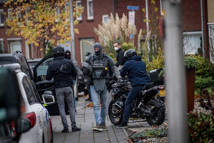 Arrestatieteam van de Dienst Speciale interventies valt dinsdagochtend de woning van de Syrische vluchteling Mohammed B. (44) binnen.