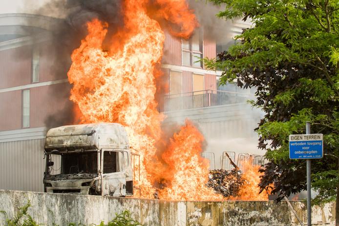 Vrachtwagen in brand bij Albert Heijn IJsselstein