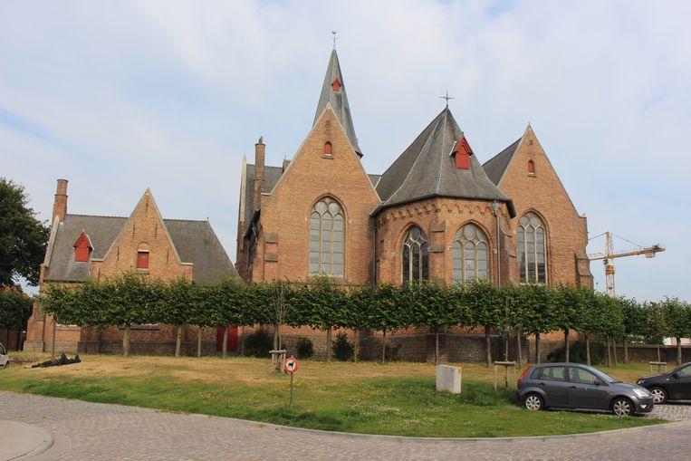 De transmigranten houden zich vaak schuil rond het Sint-Donaaspark en Sint-Donaaskerk