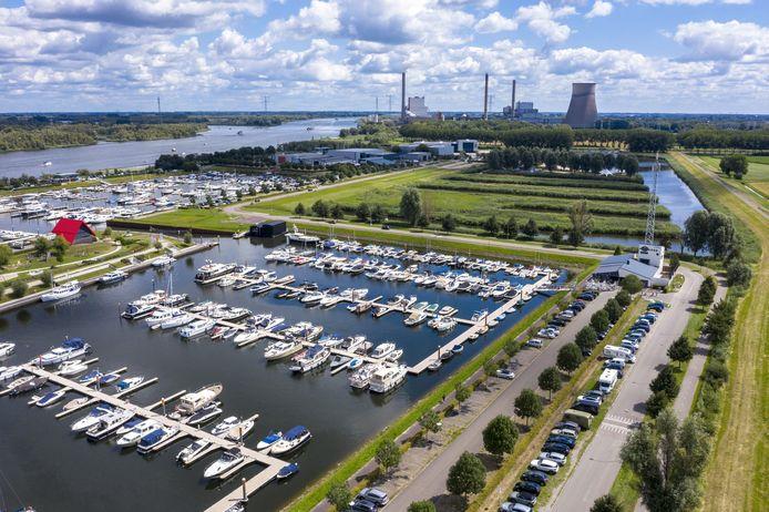 Jachthaven Drimmelen aan de Amer aan de rand van de Biesbosch.