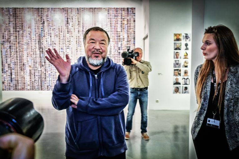 Ai Weiwei op de opening van zijn tentoonstelling in het Fotomuseum in Antwerpen Beeld Tim Dirven