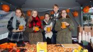 Leerlingen verkopen zelfgemaakte pompoensoep voor goed doel