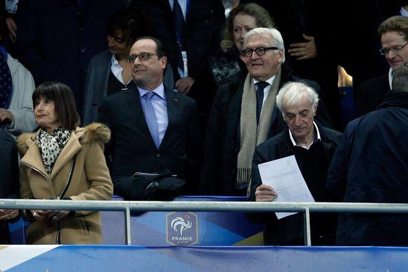 President Hollande was ook aanwezig in voetbalstadion Stade de France toen de aanslagen en schietpartijen plaatsvonden.