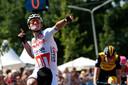 Van der Poel klopt Van Poppel in de sprint.