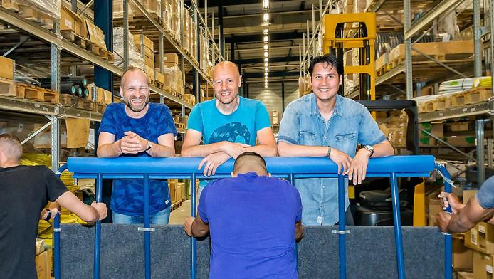 Pieter Benard, Michel ter Averst en Jorik Geerlings in het magazijn van MasterMate met 'hun' jongens.