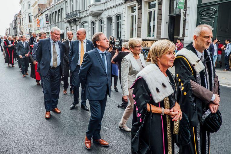 Wie loopt volgend jaar mee voorop bij de plechtige opening van het Gentse academiejaar? Twee duo's strijden om het (vice)rectorschap. Beeld Stefaan Temmerman