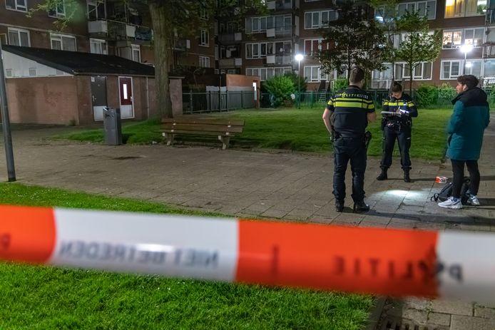 De politie doet onderzoek naar de steekpartij waarbij een man in zijn billen werd gestoken.