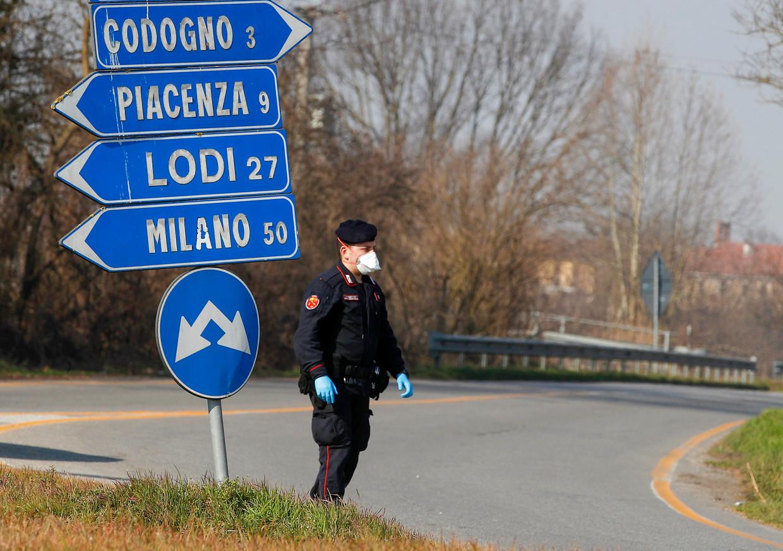 Een kruispunt bij Codogno, waar het ziekenhuis naliet om een superverspreider in quarantaine te plaatsen. Beeld AP
