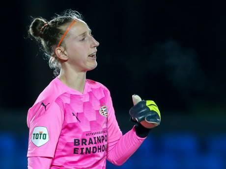 Sari van Veenendaal keept ook komend seizoen in het shirt van PSV