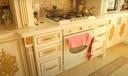 In en op de keuken zijn diverse gouden ornamenten geplaatst.