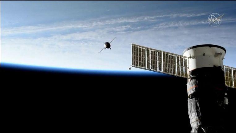 De Sojoez-raket nadert het ruimtestation ISS. Beeld NASA