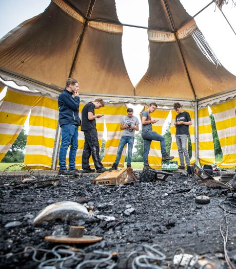 Party- en slaaptent keetvrienden in brand gestoken in Agelo: 'Wie heeft dit op zijn geweten?'