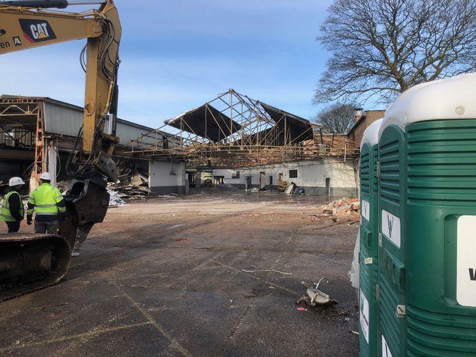 De afbraakwerken aan de Buga garage in Berchem zijn van start gegaan. Op de plek komt een nieuwbouwproject.