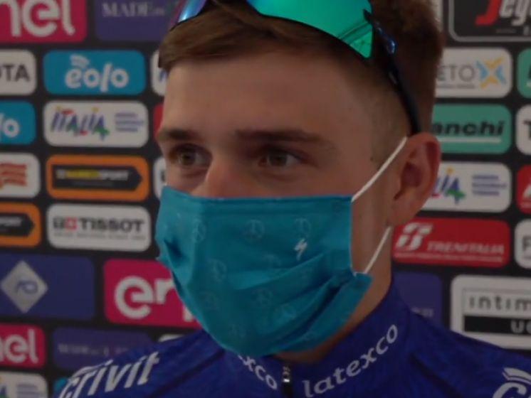 """Remco Evenepoel heeft """"gezonde spanning"""" voor Giro-start: """"Voel me goed en fris, maar ben vooral heel blij om er weer bij te zijn"""""""