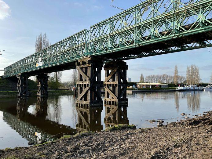 De Mendonkbrug wordt volgend jaar vervangen door een betonnen exemplaar.