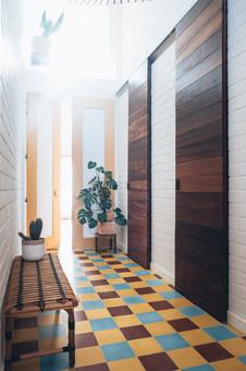 fotoreeks over Binnenkijken in een nieuwbouwhuis met een vleugje jungle
