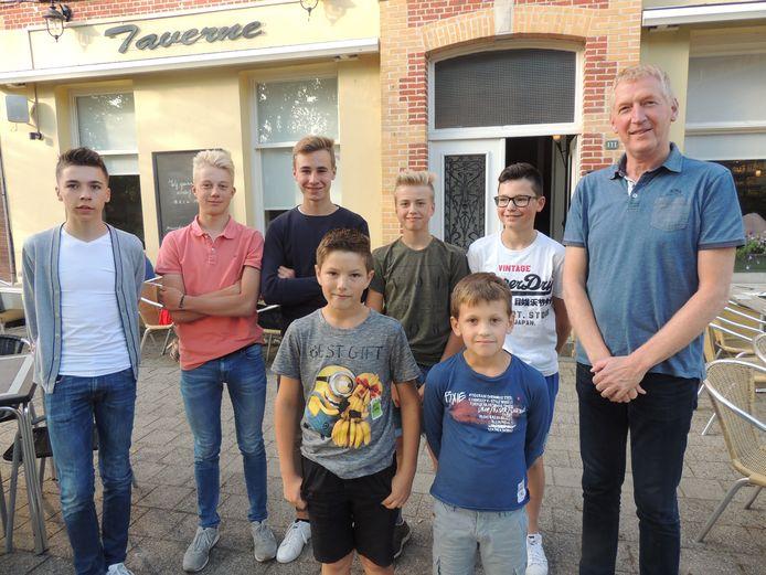 Edwig Van Hooydonck en enkele  jonge renners een tijd geleden.