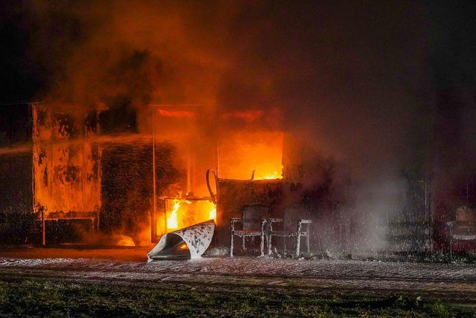Er woedde vrijdagavond een fikse brand in Best.