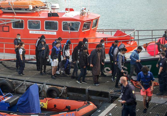 Archiefbeeld: migranten na hun redding op het Kanaal.
