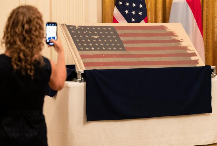 De historische D-Day vlag is weer terug waar-ie hoort: in Amerika.