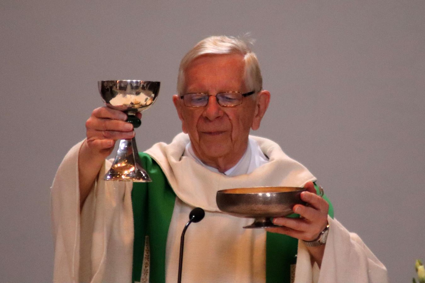 Priester Wil Veldhuis combineerde zijn docentschap met pastorale werkzaamheden.