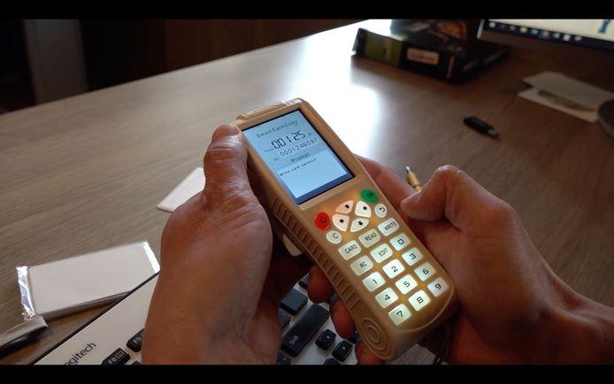 RFID- kopieertoestelletjes kosten tussen de 10 en 200 euro en zijn makkelijk te vinden via (reclame op) sites als Wish.com en AliExpress.