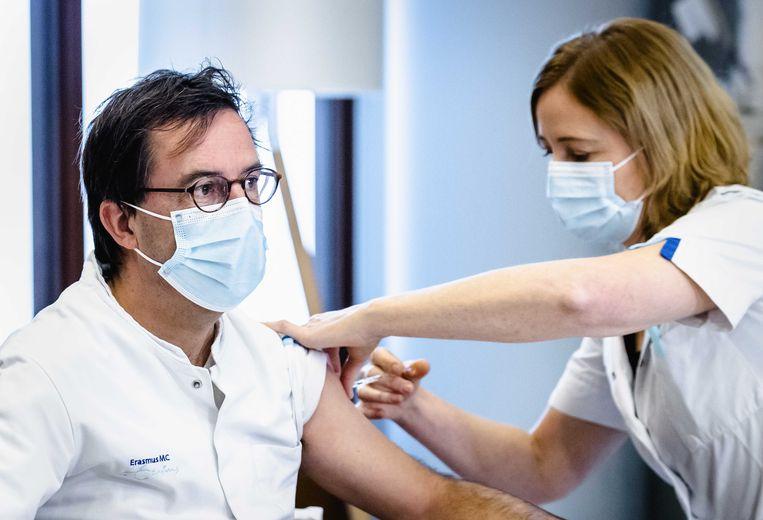 Diederik Gommers van Erasmus MC krijgt eind januari zijn tweede coronavaccin. Beeld ANP