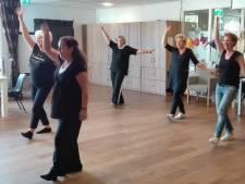 Kankerpatiënten Maasziekenhuis dansen zich fit en vrolijk
