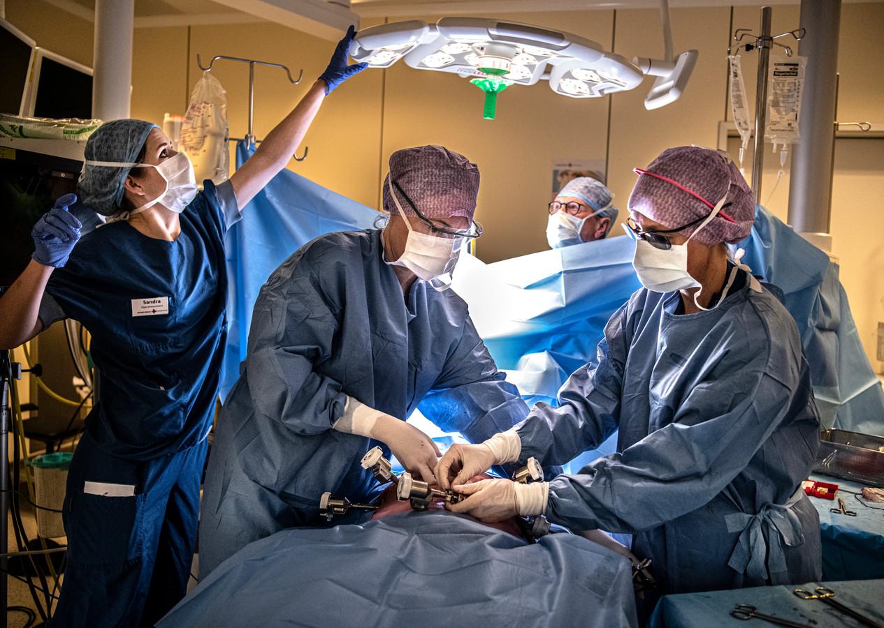 Uit onderzoek van de Nederlandse Federatie van Kankerpatiëntenorganisaties (NFK) blijkt dat meer dan de helft van de kankerpatiënten niet stil staat bij de keuze voor een bepaald ziekenhuis.