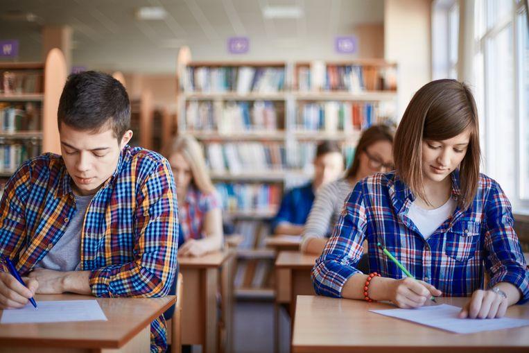 Uit cijfers van 2016 blijkt dat een kwart van de scholen incassobureaus zou inschakelen om onbetaalde schoolfacturen te innen. Dat zijn er een pak meer dan vijf jaar eerder. Beeld Thinkstock