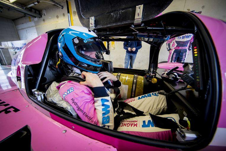 De raceauto op waterstof van TU Delft studententeam Forze tijdens een recordpoging voor een nieuw ronde-record op het circuit van Zandvoort.  Beeld ANP